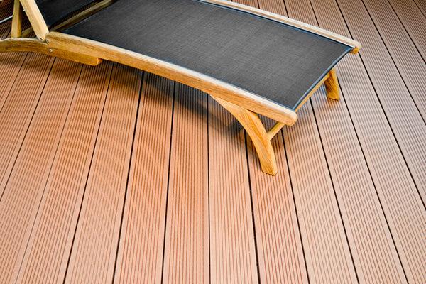 deck wpc maro deschis