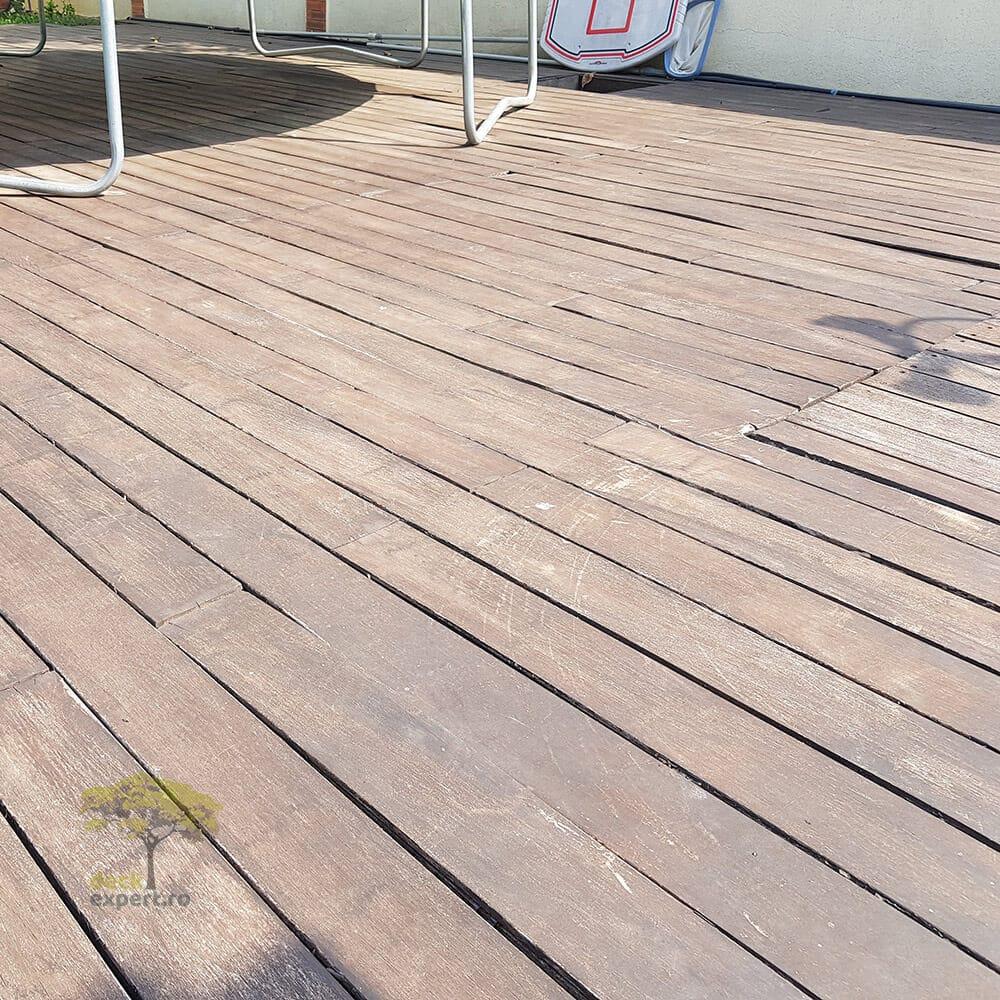 deck piscina deteriorat