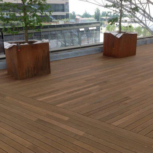 Pardoseala terasa placata cu deck din frasin termotratat